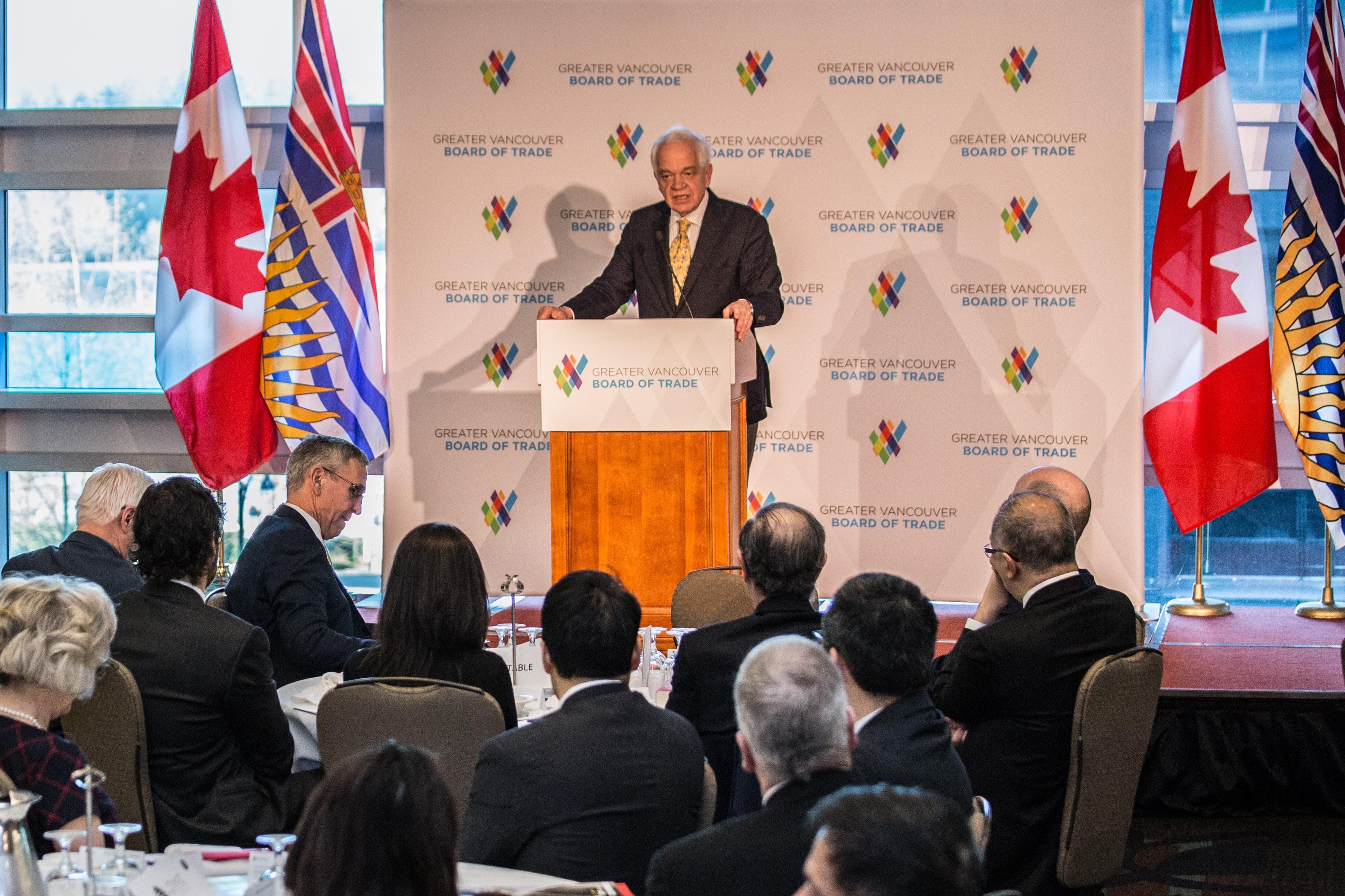 Photos immigration r fugi s et citoyennet canada for Chambre de commerce vancouver